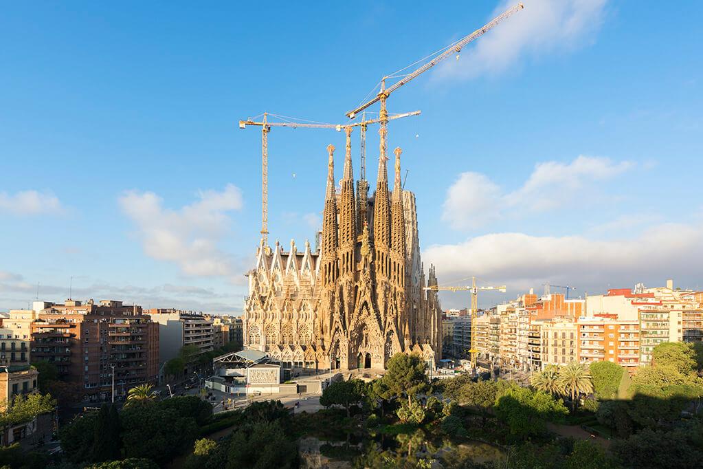 Саграда Фамилия (La Sagrada Familia от исп. Храм Святого Семейства)